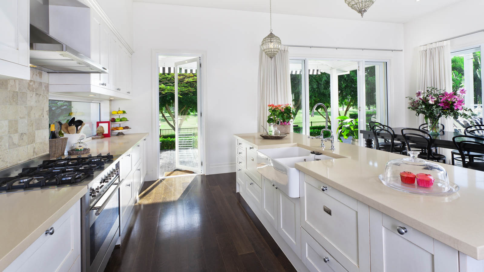 Keeping your kitchen clean for good a cleaner life for Best way to wash kitchen cabinets